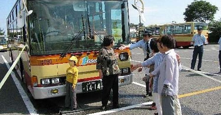 バスの死角など学ぶ、湘南神奈交バス秦野営業所で交通安全教室/秦野 ...